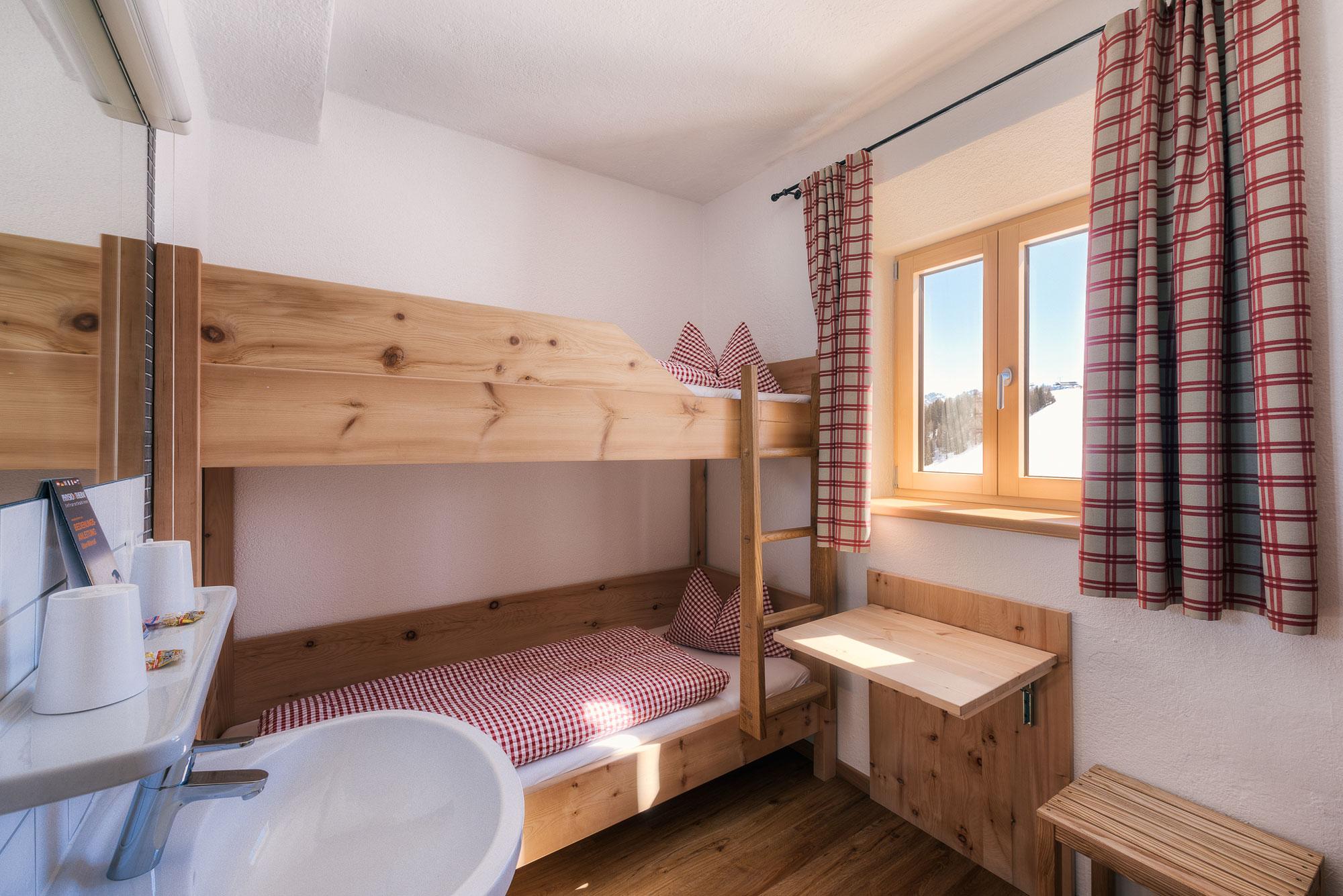 Zimmer Kolner Haus Serfaus